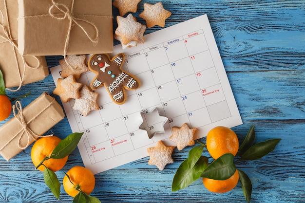 お菓子とカレンダー12月クリスマス