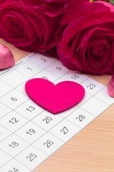Календарь с красной отметкой 14 февраля. день святого валентина