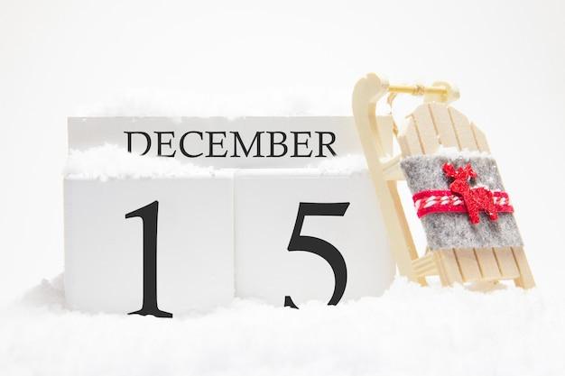 冬月の15日目の12月の木製カレンダー。