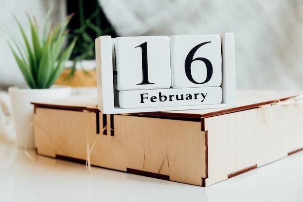 겨울 달 달력 2 월 16 일 16 일.