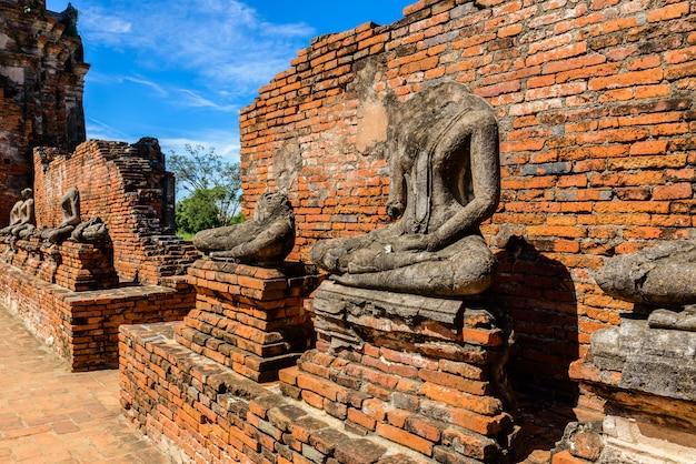 Величественные руины 1629 года wat chai watthanaram, построенные королем прасатом тонгом