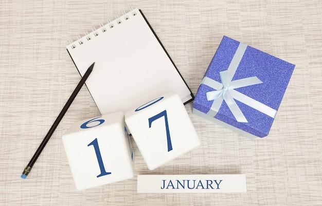 Календарь с модным синим текстом и цифрами на 17 января и подарком в коробке