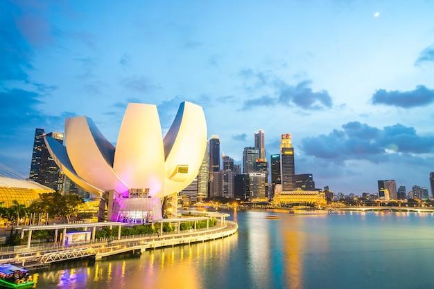 Сингапур - 19 июля 2015 года: вид на залив марины. marina bay является одним из самых известных туристических объектов в сингапуре.