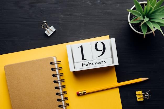 겨울 달 달력 2 월 19 일 19 일.