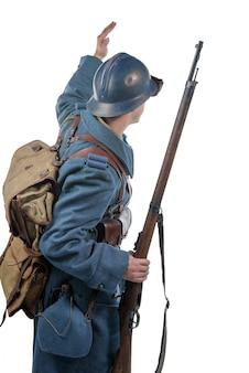 Французский солдат 1914-1918 гг., вид сзади, на белом фоне