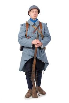 Французский солдат 1918 года на белом фоне
