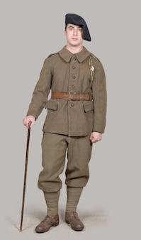 1940年代の制服を着たフランス兵