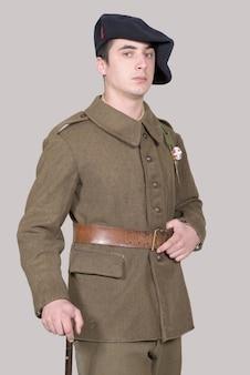 Французский солдат в форме 1940-х годов
