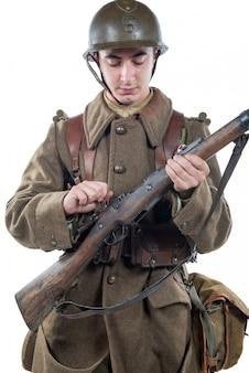Французский солдат 1940 года изолировал