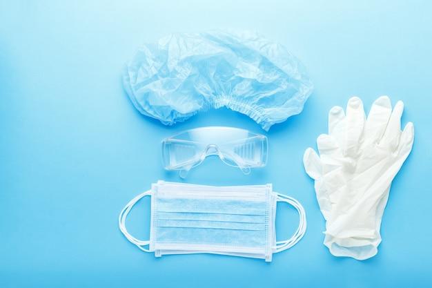 医療従事者、医師のための医療外科医の顔保護キット。手術用保護マスク、メガネ、帽子、手袋。保護予防ウイルス感染コロナウイルス、コビッド-19。医学ヘルスケア