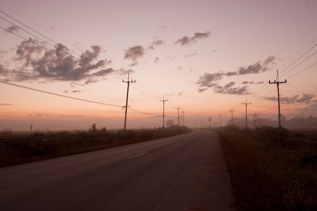 午前中にタイの1つの田舎道