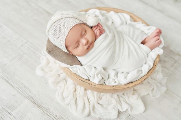 Новорожденный мальчик 1 месяц