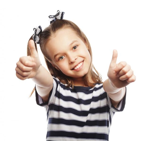孤立した1つの白の親指を示している女の子