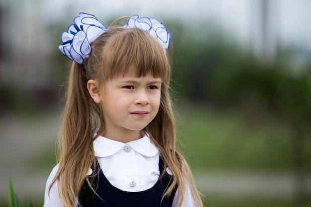 制服の1年生の女の子