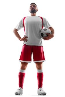 彼の手にボールを持つ1つのプロの静的なサッカー選手。正面からの眺め。分離されたサッカー