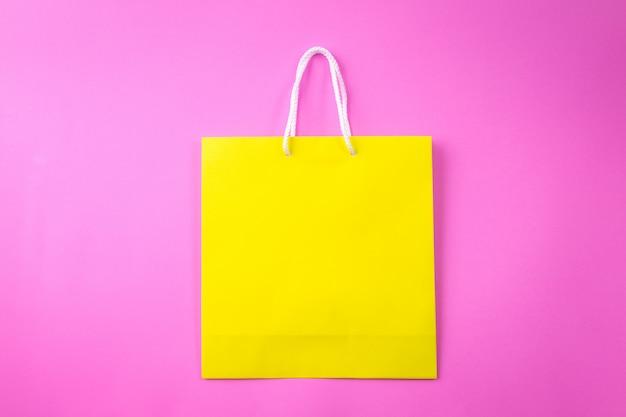 黄色の買い物袋1ピンクの背景