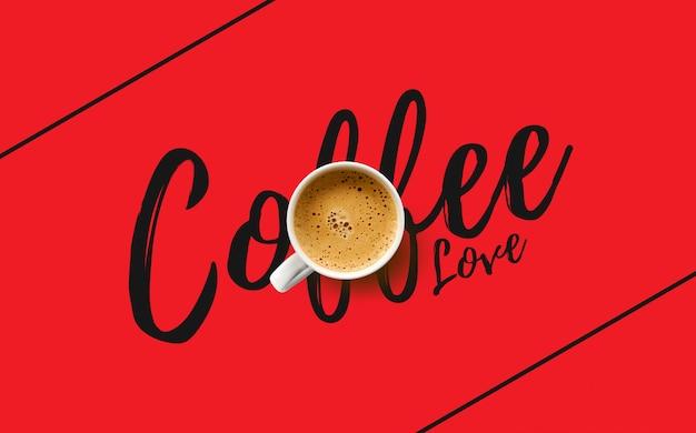 赤の背景にコーヒー1杯。上面図