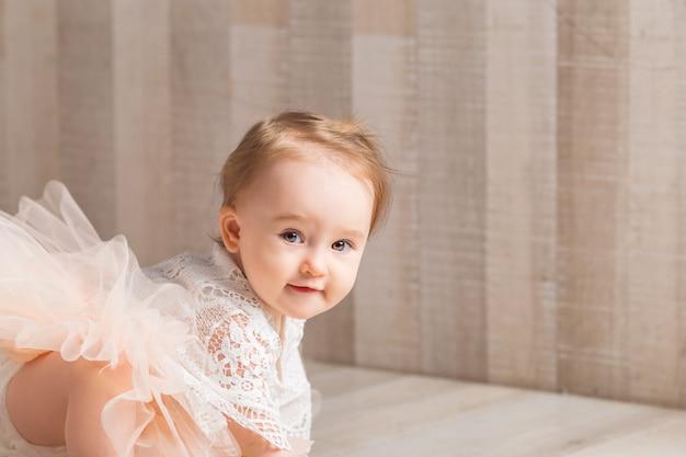 かわいい1歳の少女の肖像画