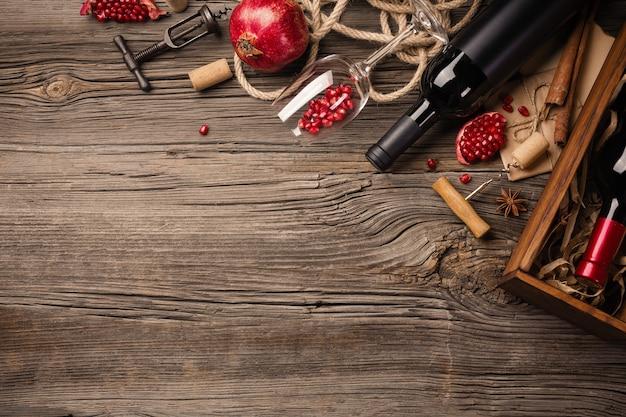 熟したザクロの実とワイン1杯