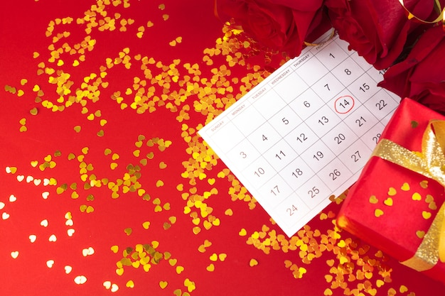 バレンタインデーのカレンダーと装飾の2月14日。