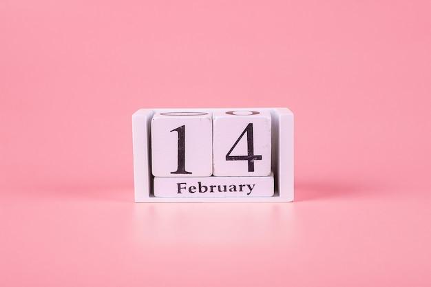 ピンクの2月14日カレンダー。愛、結婚式、ロマンチックで幸せなバレンタインの日の休日の概念