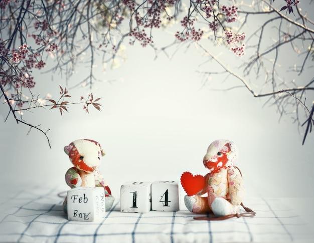 手作りのクマと2月の3つのキューブ。 14ワード