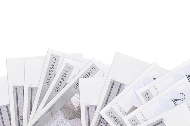 2 에스토니아 크룬 지폐는 복사 공간이있는 흰 벽에 고립 된 화면의 아래쪽에 놓여 있습니다.
