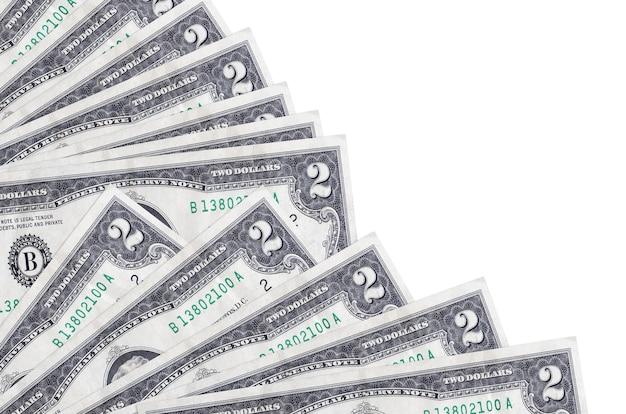 2米ドル紙幣は、ファンのクローズアップに積み重ねられたコピースペースと白い背景で隔離されています