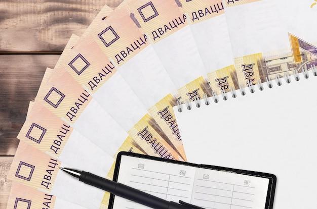 Вентилятор банкнот 20 белорусских рублей и блокнот с записной книжкой и черной ручкой