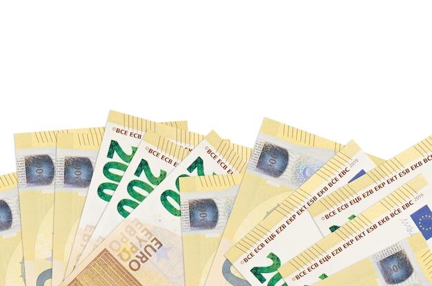 200 유로 지폐 복사 공간 흰 벽에 고립 된 화면의 아래쪽에 놓여 있습니다.