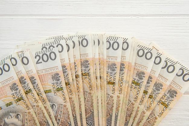 200 pln 폴란드어 즐로티 지폐를 사업 배경으로 사용합니다. 돈 개념