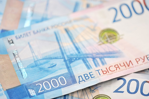Новые банкноты 2000 российских рублей
