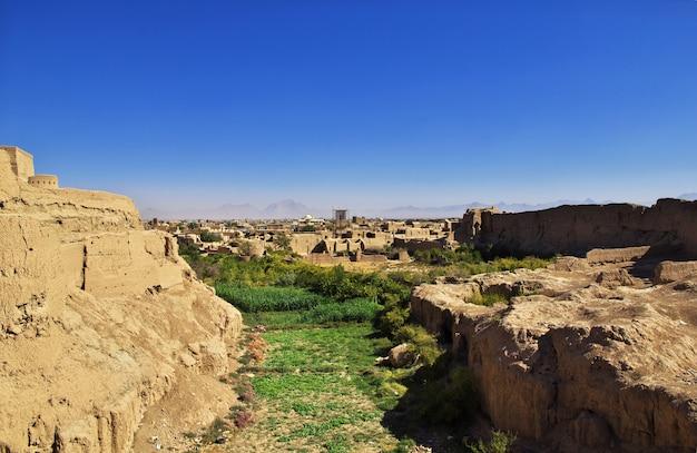 メイボッド/イラン-2012年10月2日:イランの古代メイボッドの城塞