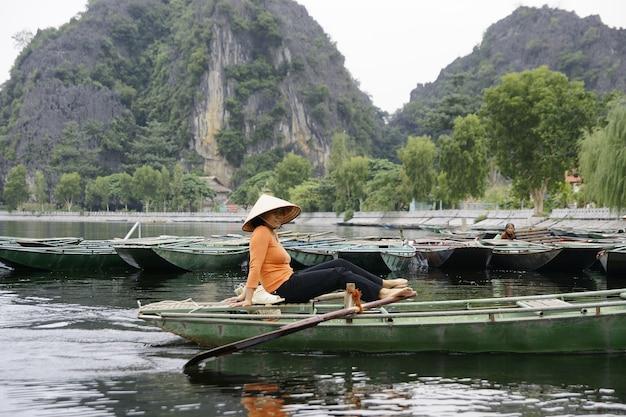 サパ、ベトナム -  2013年7月18日。農村部のベトナムの農家や漁師。