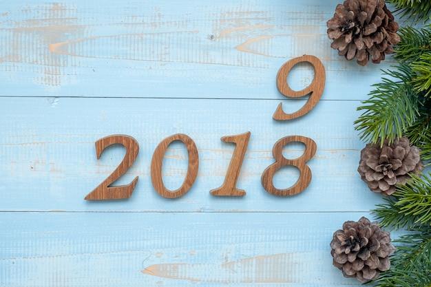 木製の背景にクリスマスの装飾と2018  -  2019番号