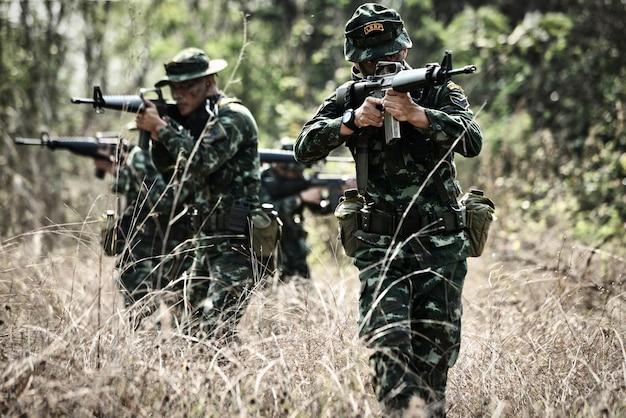 2018年3月24日、amphoe lom sak、タイ;タイ軍は特別戦闘に参加した