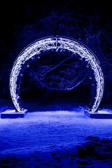 新年のサイン2019、番号0、装飾された街灯、花輪で囲まれた部分。