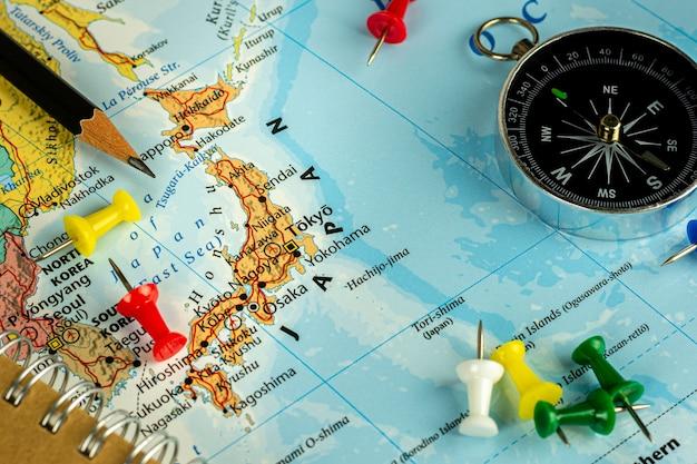 タイ、ノンタブリー、2019年11月13日。-日本地図に赤いピンを配置。 -旅行とランドマークのコンセプト。