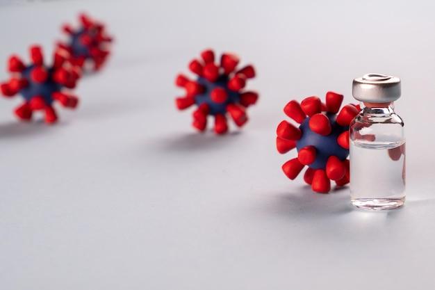 Вакцина от коронавируса 2019-нков. и модели вируса ковид-19. стоп коронавирус. концепция. эпидемия, вакцина, спасающая жизнь.