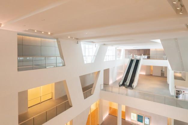 中国深セン-2019年2月8日:中国深センの文化芸術センターである文化芸術センターの内部空間