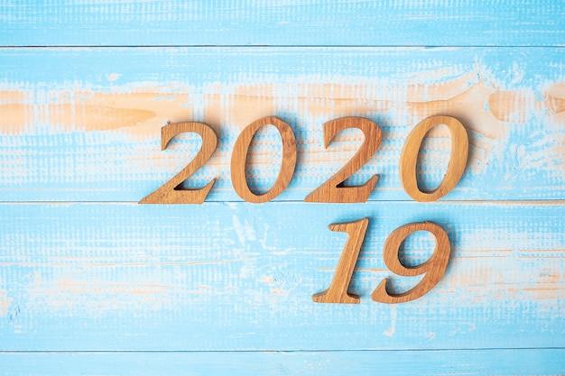 木材の背景の2019年を2020年に変更します。