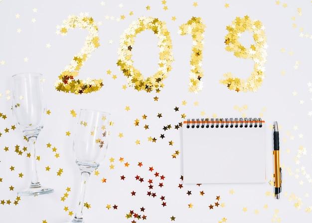 2019 надпись из блесток с помощью блокнота