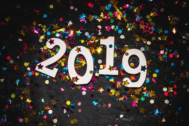 2019 с яркими блестками