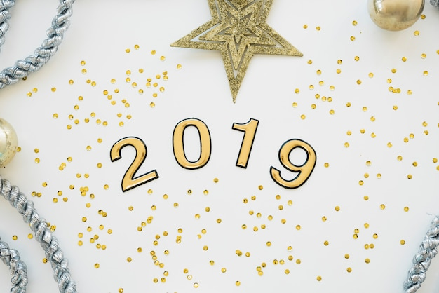 2019 inscription with confetti on table
