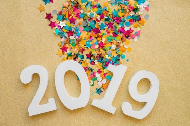 2019 с блестящими блестками