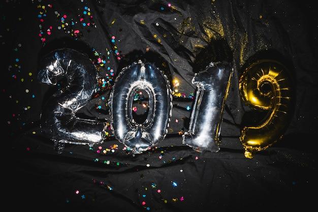 2019ダークテキスタイルの新年気球