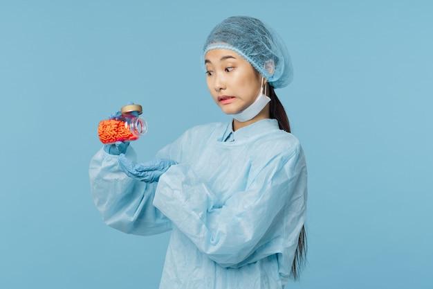 Азиатская женщина-врач гриппа и вируса в китае, коронавирус 2019-нков