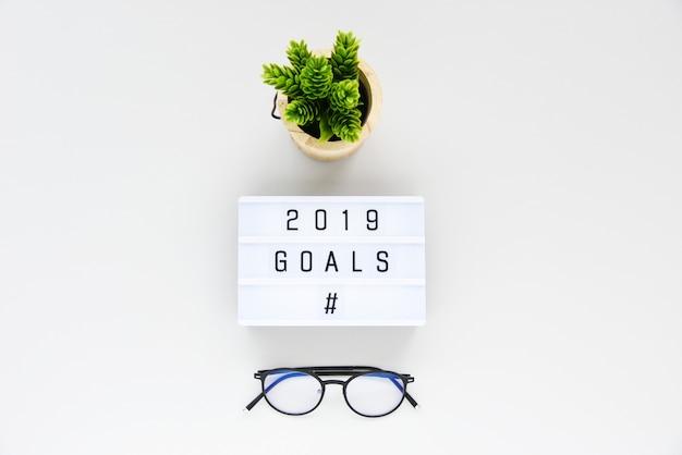 Цели 2019 года бизнес-концепция плоская планировка, минималистичный стиль