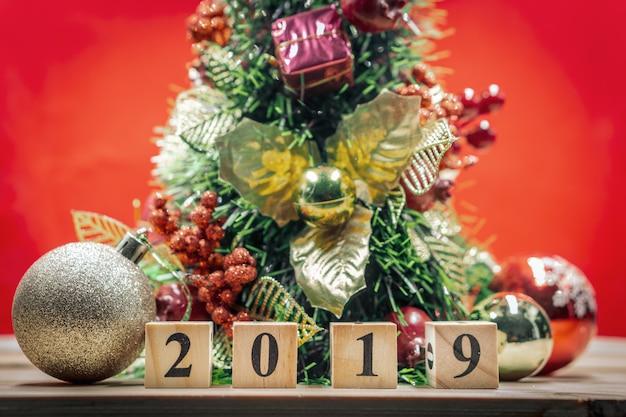 クリスマスの背景に木ブロックのショー番号2019