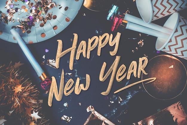 2019ハンドバッグ、大理石のテーブルの上に幸せな新年
